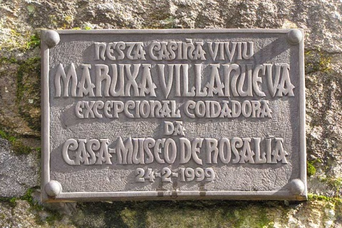 Placa a Maruxa Villanueva