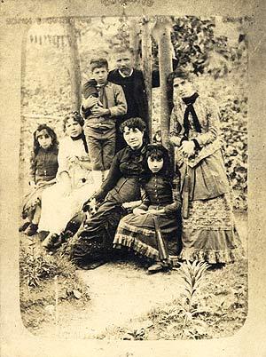 Rosalía coa familia na Matanza, Padrón