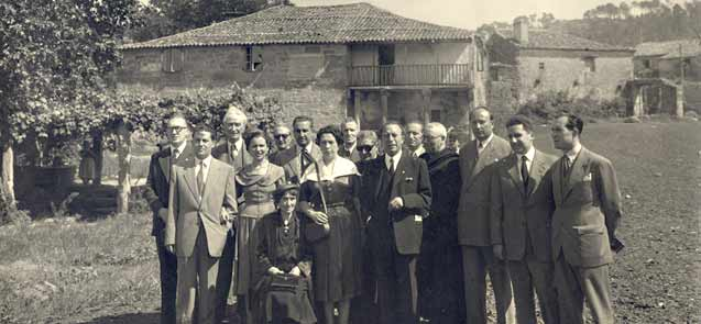 Gala e un grupo da Fundación na horta da Casa da Matanza